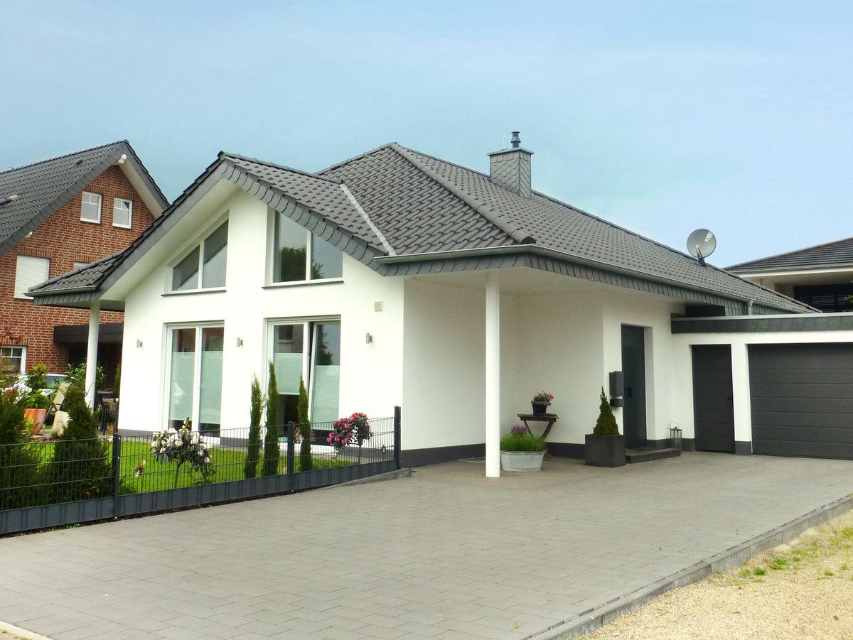 Vorderbr ggen bau gmbh for Moderner bungalow mit satteldach