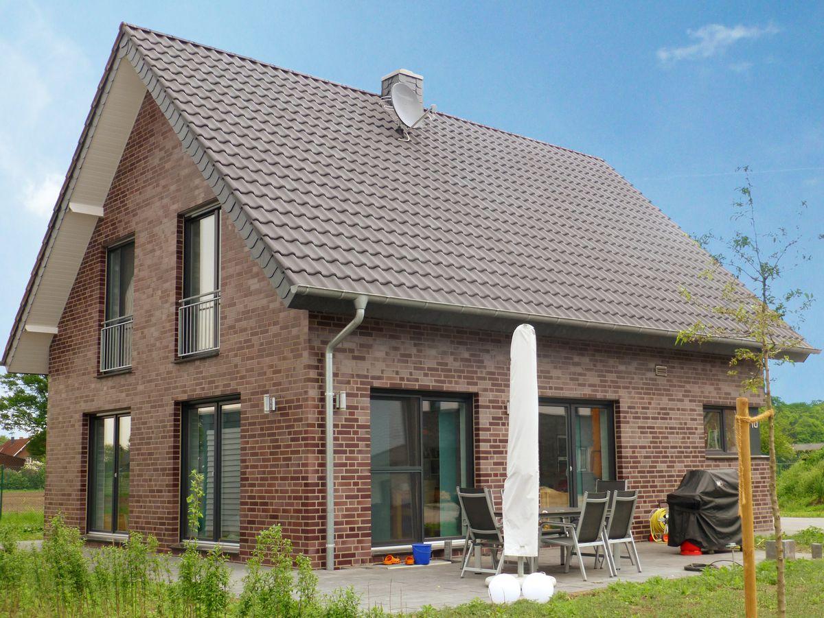 Vorderbr ggen bau gmbh for Satteldach einfamilienhaus